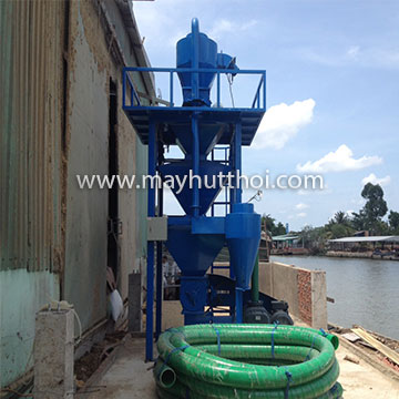 Pneumatic vacuum conveyor and weight indicator for paddy husk